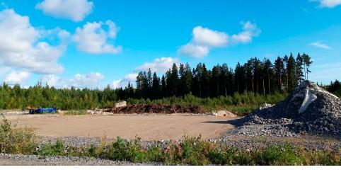 Maanrakennusta Peittoon kierrätyspuistossa